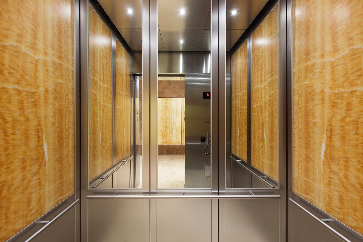 لماذا يوجد مرآة في المصعد ؟ مجلة الرجل