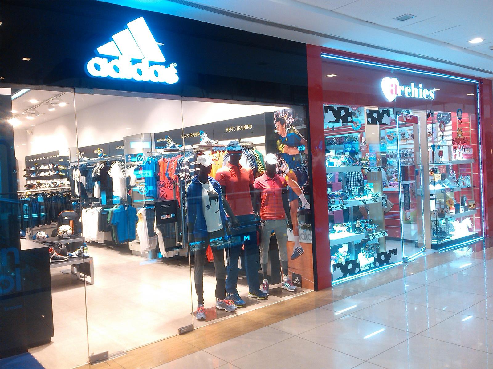 befadf3a6 أديداس: من أشهر الماركات العالمية الرياضية تحتوي أحدث تشكيلة من الإكسسوار،  الملابس والأحذية الرياضية للرجال، النساء والأطفال في الرياض، هي شركة ملابس  رياضية ...