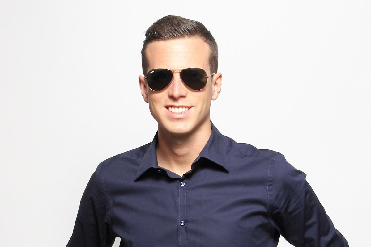 914733d76 ... نظارات شمسية مناسبة للطيارين أثناء تحليقهم من شأنها أن تقلل من حدة  الشمس وتخفف من انعكاس الأشكال الزرقاء والبيضاء في السماء. وكان العقيد  ماكريدي قلقاً ...