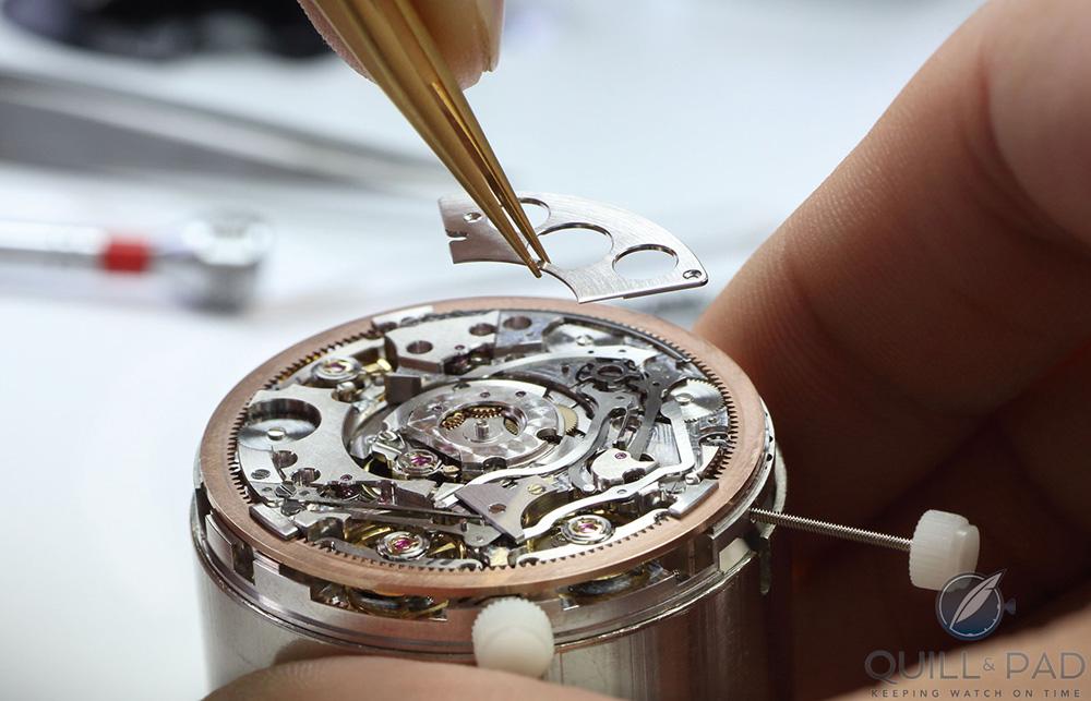 507b1d3bcbace الساعات الفاخرة التي تزين معصمك.. هكذا يتم صنعها