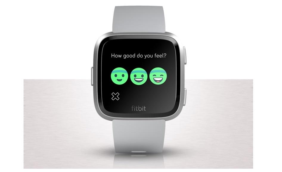 604ddf0d6 7 معلومات يجب أن تعرفها عن ساعة Fitbit Versa | مجلة الرجل