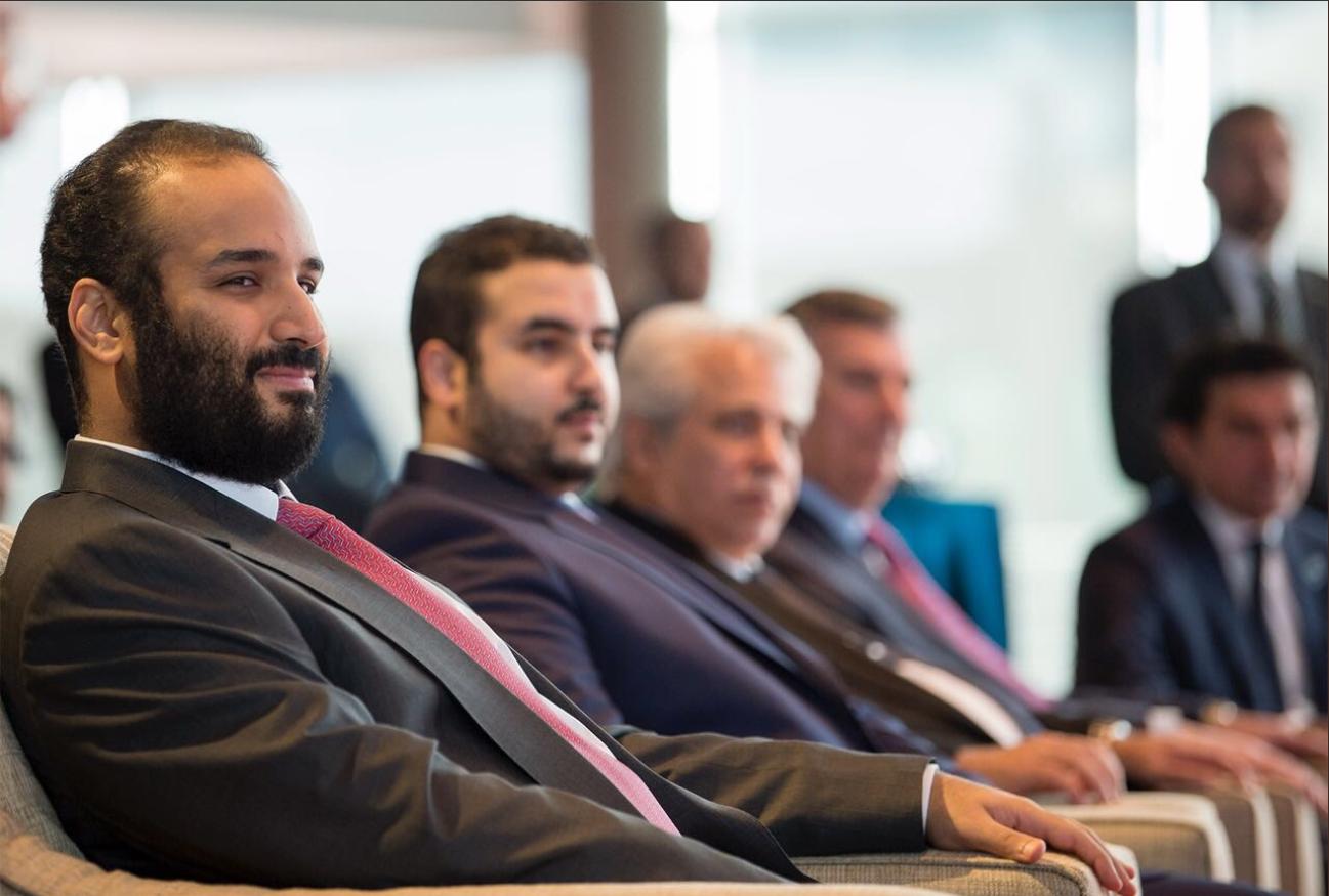 685c4e0fd شاهد| الأمير محمد بن سلمان يتجول في مصانع طائرات بوينغ العالمية | مجلة الرجل