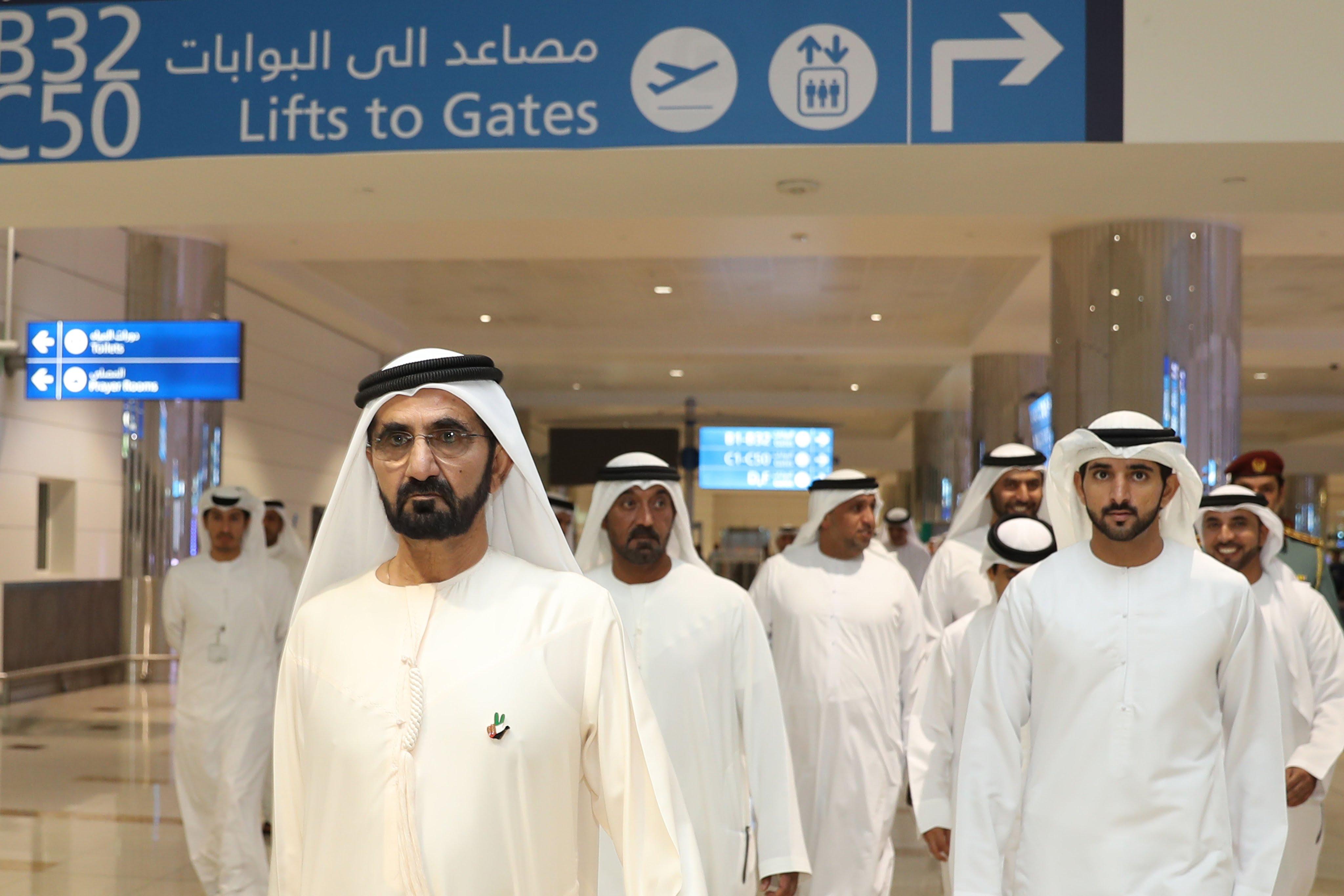 cb7b10f45 «محمد بن راشد» يفاجئ المتسوقين في مجمع تجاري سعودي (فيديو)   مجلة الرجل