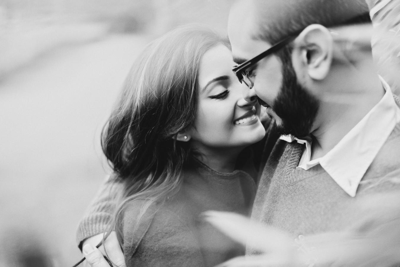 627a2fa2f4b34 ممارسة العلاقة الجنسية بانتظام تؤدي بشكل مباشر إلى تطور وتقوية الحياة  العاطفية بين الزوجين فتبادل الأحاديث قبل وأثناء وبعد العلاقة الجنسية تجعل  عملية ...