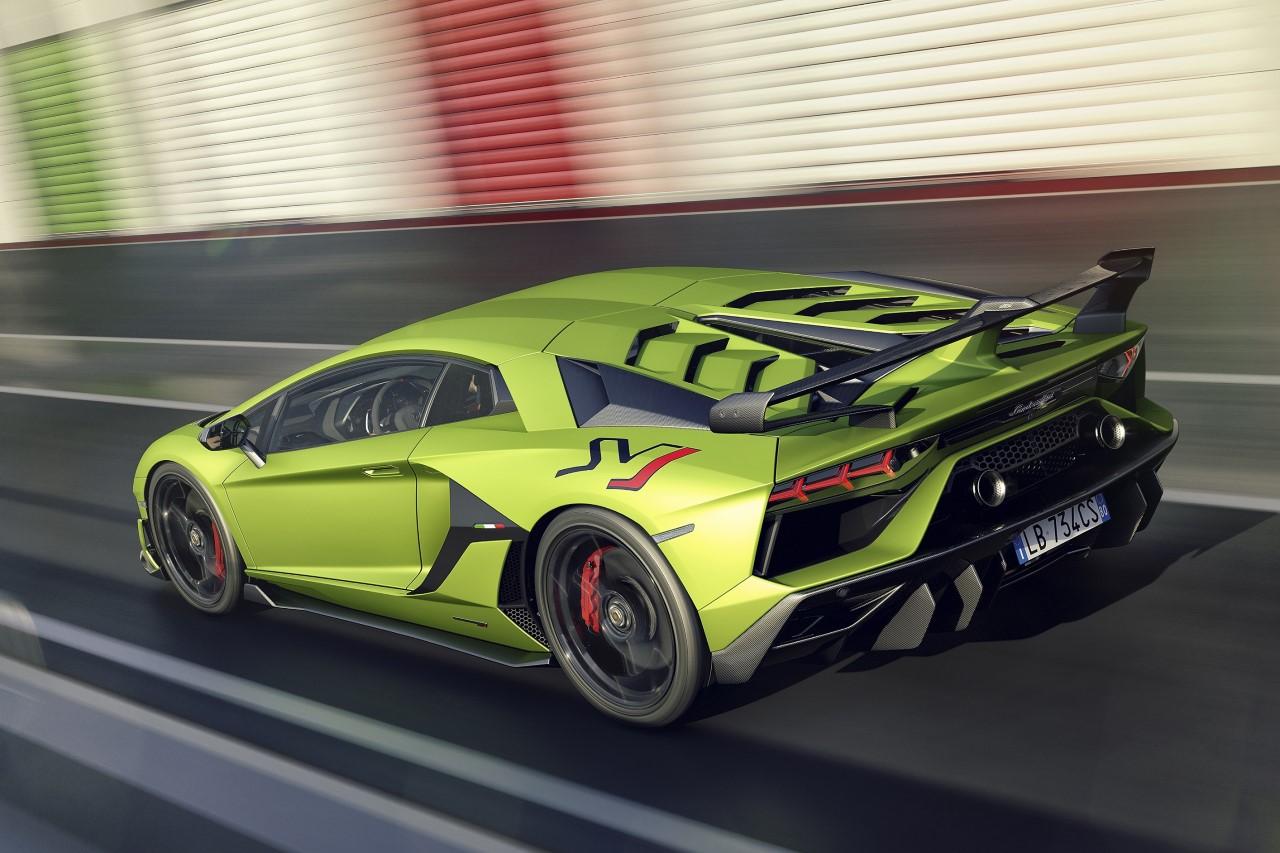 036c2d6a9 سعر ومواصفات سيارة لامبورغيني أفينتادور SVJ الرياضية الفائقة | مجلة الرجل