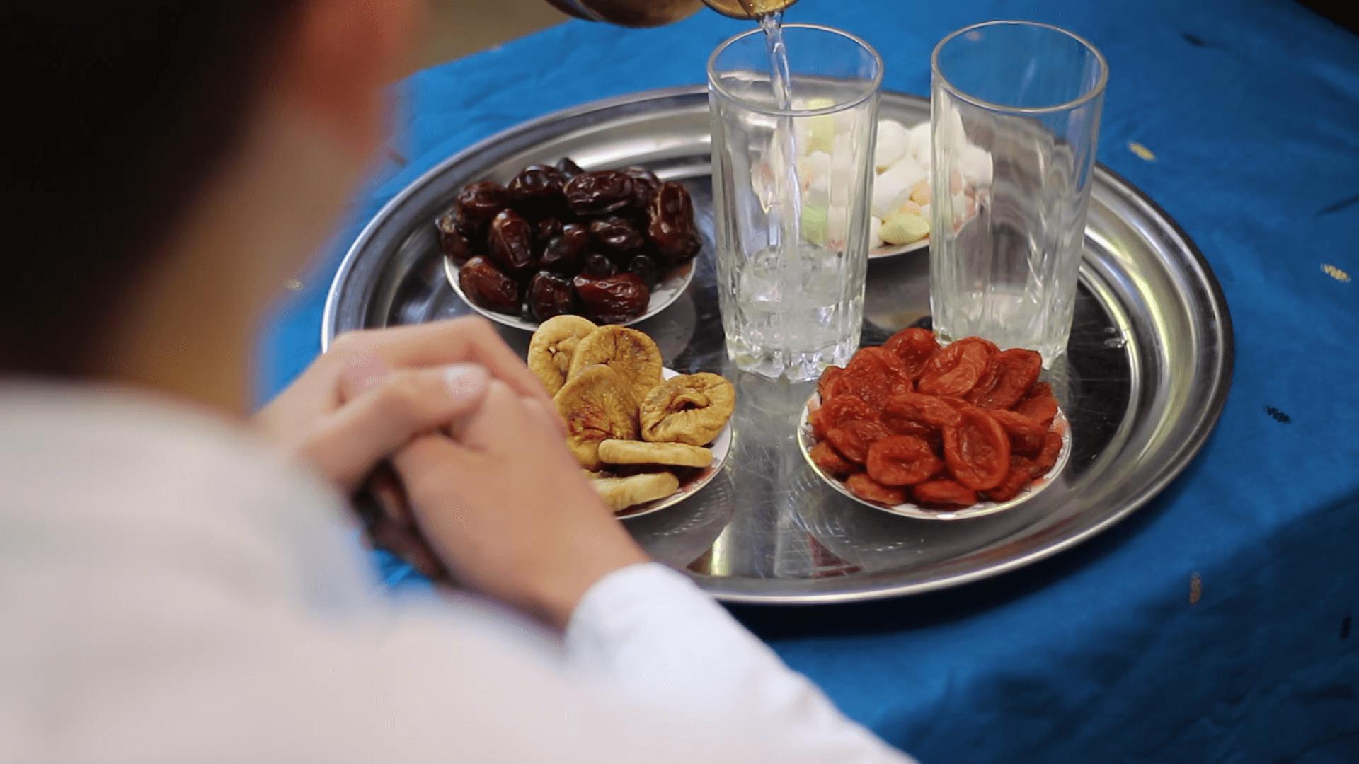 كفارات الإفطار في رمضان بينها السفر والمرض والجماع الرجل