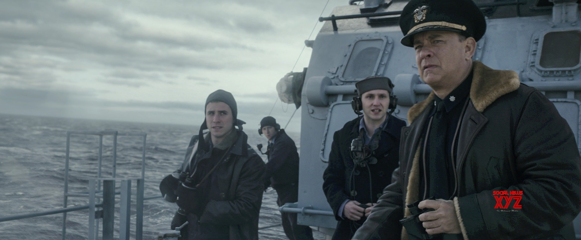 توم هانكس قبطان بحري في أحدث أفلامه فيديو مجلة الرجل