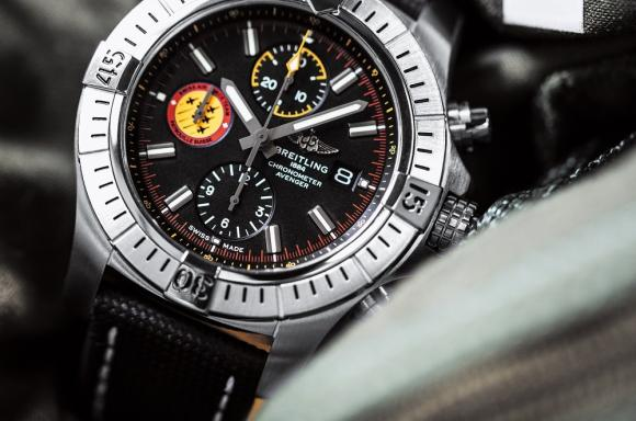 """أفينغر سويس أير فورس تيم ليمتد إديشن"" Avenger Swiss Air Force Team Limited Edition من ""بريتلينغ"" Breitling"