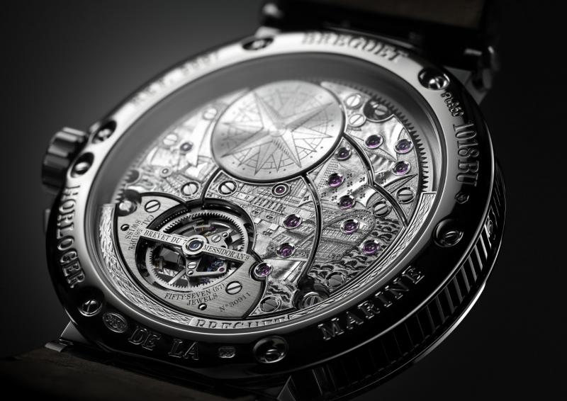 Breguet Marine Equation Marchante 5887PT_Y2_9WV_ambiance_case back ambiance