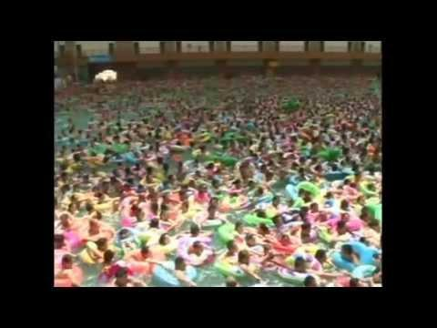 INSANE wave pool in china. Where's the water? Crowded Chinese swimming pool